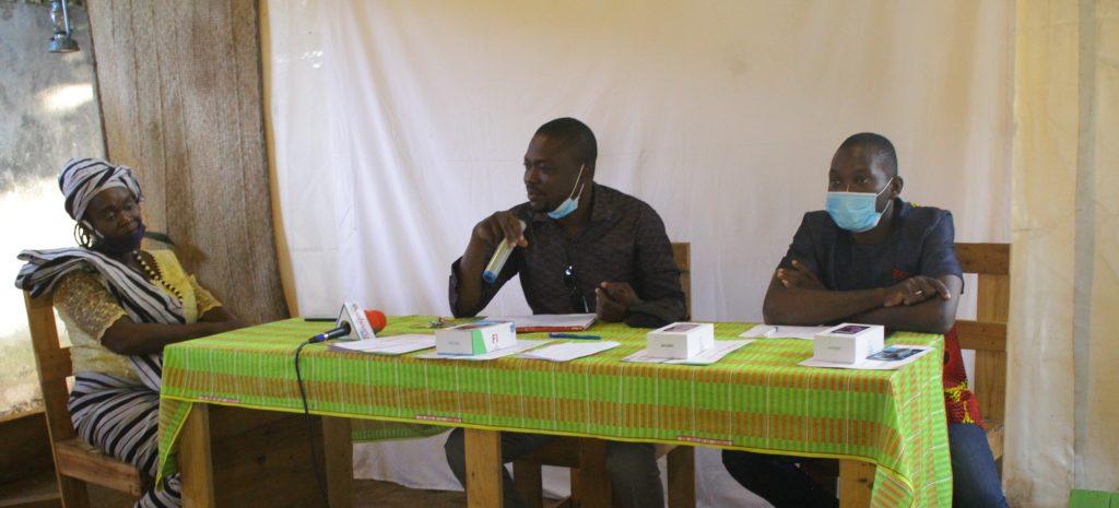 Les membres du jury avec Michel Dakou au milieu. Félicité N'Yaba à l'extrémité gauche et Amed Séro Lafia à l'extrémité droite.